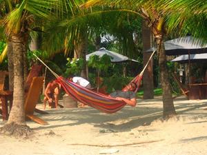 Entspannen am Strand in der Hängematte