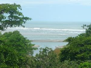Blick auf die pazifische Küste bei Uvita