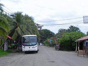 Öffentlicher Bus in Puerto Viejo