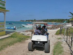 Golfwagen auf Corn Island