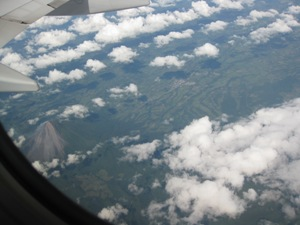 Blick auf den Vulkan Arenal auf dem Rückflug