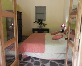 Modernes Zimmer der Komfortunterkunft in Sarapiqui
