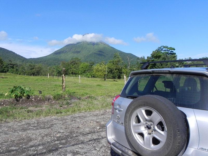 Mietwagen unterwegs in Richtung Vulkan
