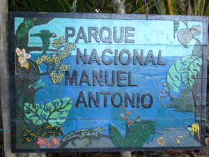 Das bunte Eingangsschild des Nationalparks
