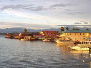 Der Hafen in Bocas Stadt