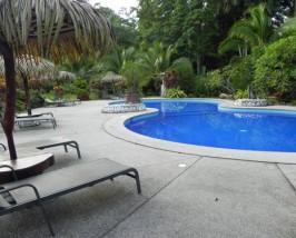 Pool der Komortunterkunft in Cahuita