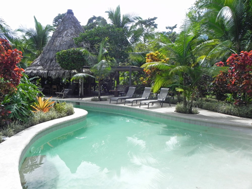 Pool der Bungalowanlage in Puerto Viejo