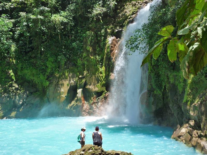 Der türkisblaue Wasserfall im Tenorio Nationalpark