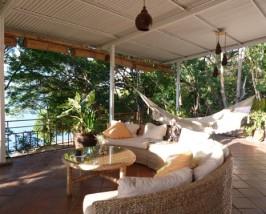 Gemütliche Terrasse zum Entspannen an der Laguna de Apoyo
