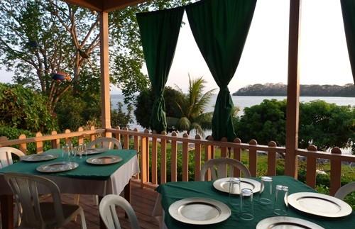 Restaurant mit Ausblick auf den Nicaraguasee