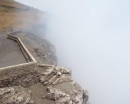 Es raucht am Kraterrand von Masaya