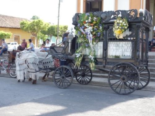 geschmueckte-kutsche-granada-nicaraguasee
