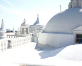 Weisses Kirchendach