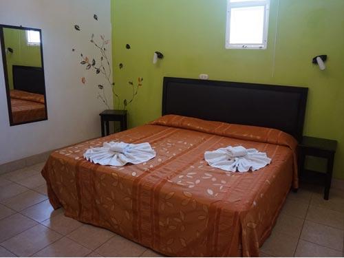 Blick ins Zimmer des Budgethotels in Sámara