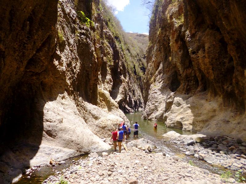 Reisende im Somoto Canyon