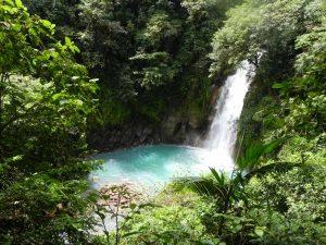 Blick auf den Wasserfall im Tenorio Nationalpark