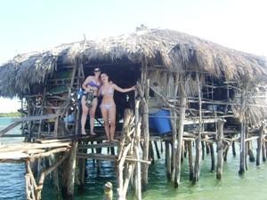 Reisende vor der Pelican Bar