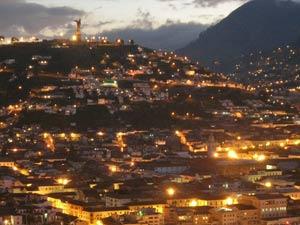 quito ecuador bij nacht