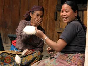 annapurna trekking - lachende vrouw