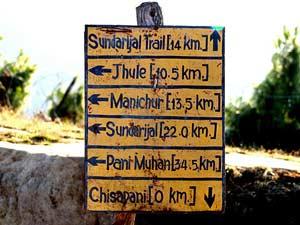 nepal trekking rondreis - bord chisapani