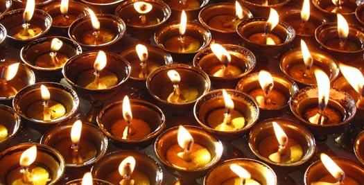 Kaarsen bij tempel - Nepal reis