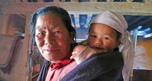 Nepal rondreis - Nepalese vrouw en dochter