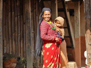 Nepal vakantie - vrouw in dorp