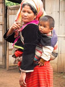 trekking Chiang Mai: Thaise vrouw met kindje