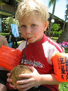 Thailand klimaat: drinkend uit kokosnoot
