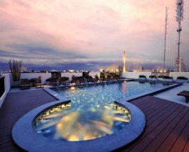 Bangkok met kinderen - zwembad op het dak