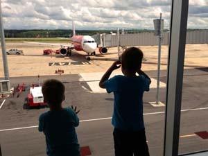 thailand kids vlucht