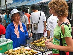 Thailand gezondheid met kinderen: eetstalletje
