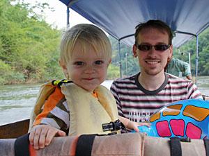 River Kwai resort met kinderen - longtailboot
