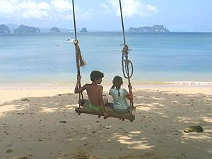 Thailand praktische informatie - kinderen schommel zittend