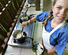 ThailandKids - koken in Chiang Mai