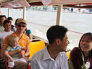 Thailand vervoer met kinderen: Bangkok watertaxi