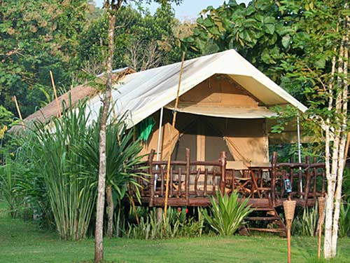 Kanchanaburi Thailand - tentenkamp River Kwai