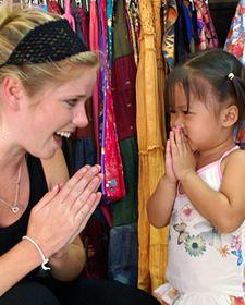 Thailand strand met kinderen: ontmoeting met Thais meisje
