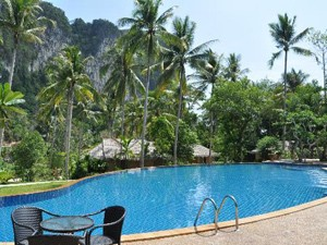 Familiereis door Thailand met kinderen: zwembad Ao Nang