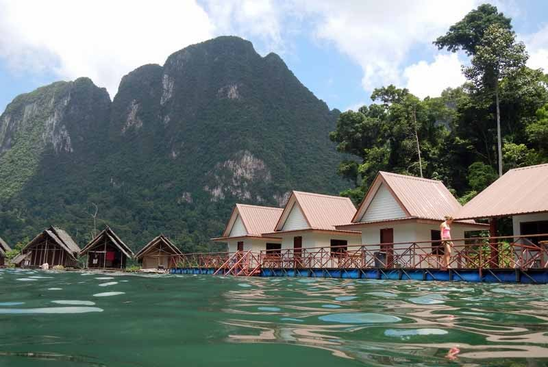 Thailand met kinderen - drijvende huisjes