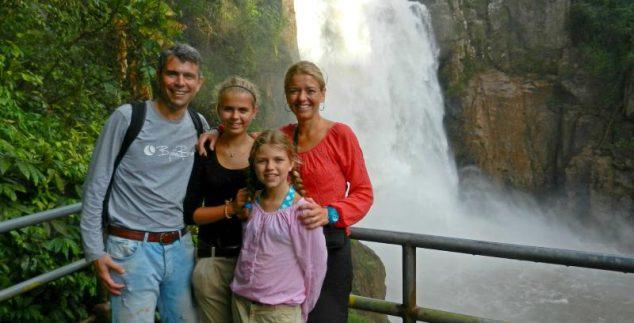 jungle-thailand-met-kinderen-waterval