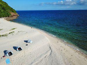 Slapen op een onbewoond eiland Thailand - tent op het strand