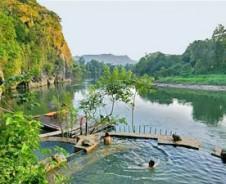 Olielampjes langs bamboerivier