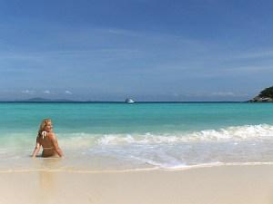 helderblauwe zee thailand
