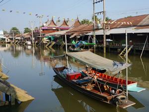 Amphawa boot Thailand