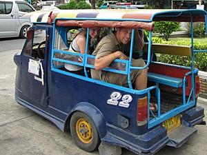 Met de tuk tuk door Thailand