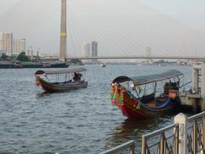 Longtailboat op Chao Phraya Thailand
