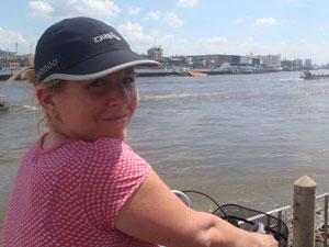 reisspecialist froukje op fiets thailand