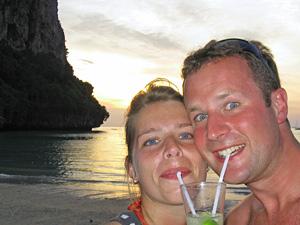 Thailand eilandhoppen cocktail op strand