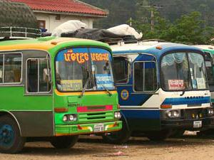 per lokale bus reizen Laos